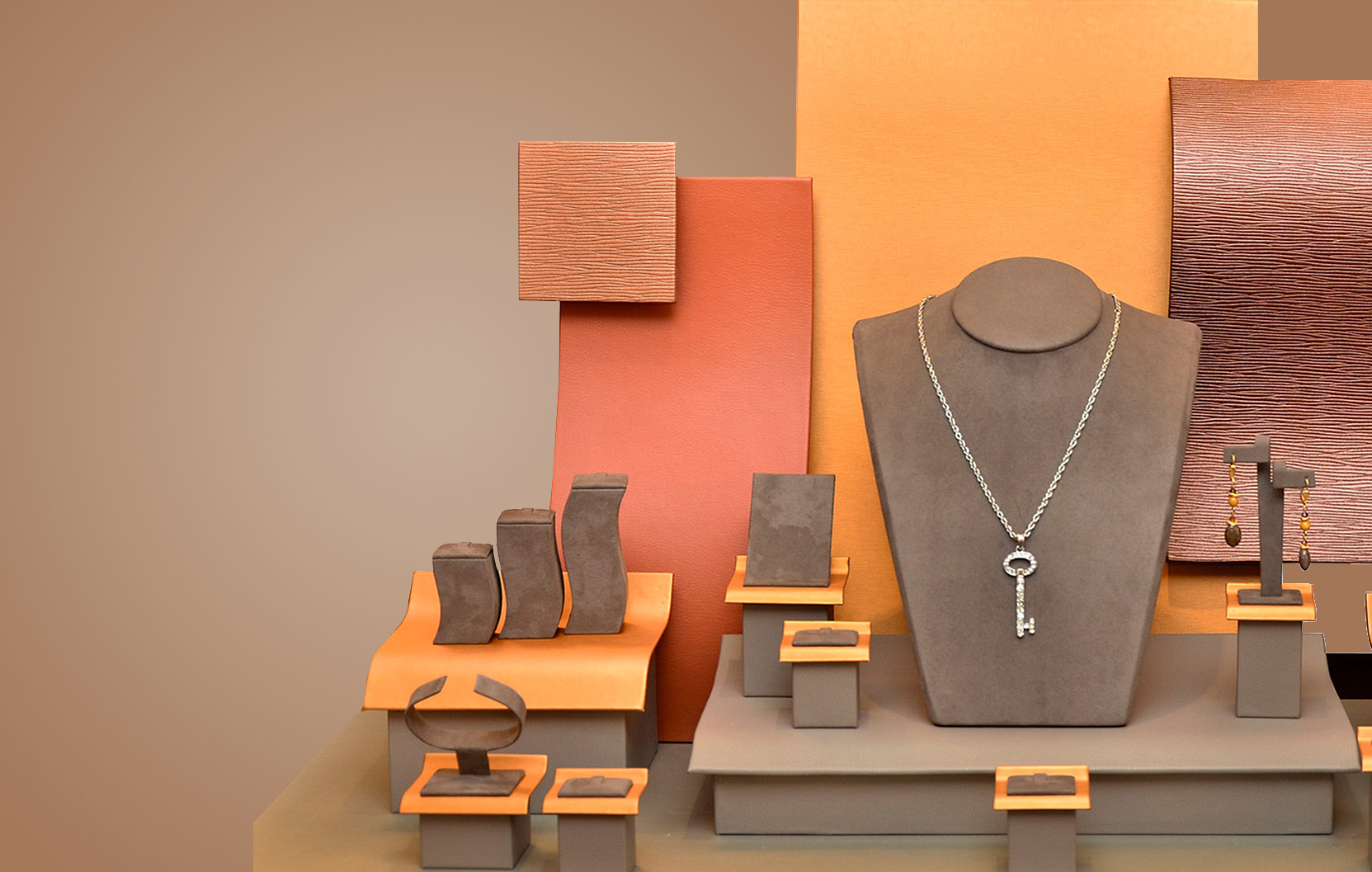 INNOVATIVE JEWELRY DISPLAYS